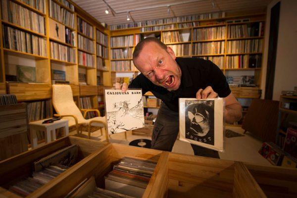 Mats'as su savo įrašais. Fotografijos autorė Ziga Koritnik