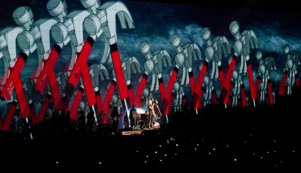 roger-waters_the-wall_-20100916-222101-_1330145